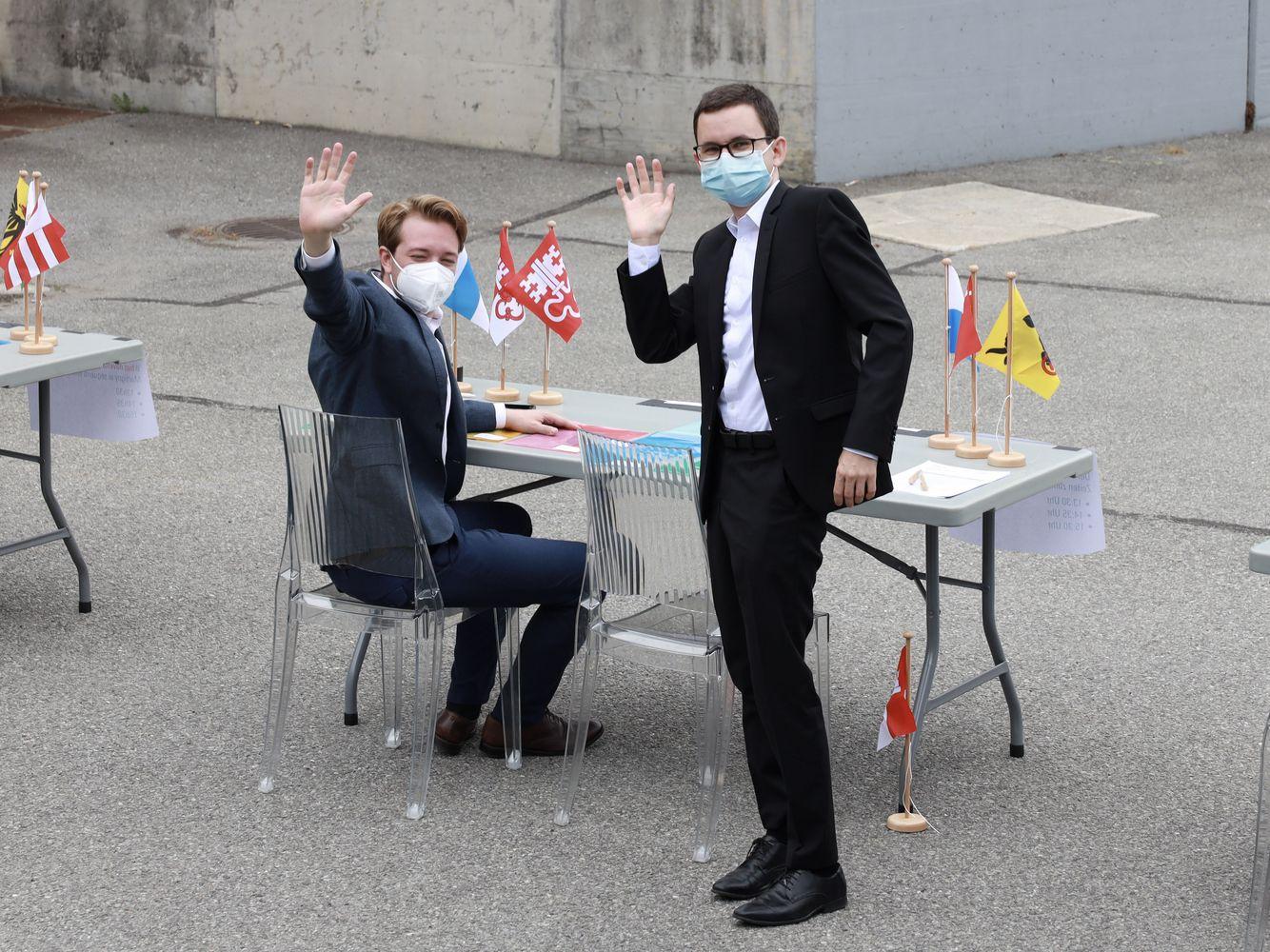 Philipp Gasser (rechts) mit Sven Marti, Wahlkampf- und Netzwerkleiter an der DV in Martigny